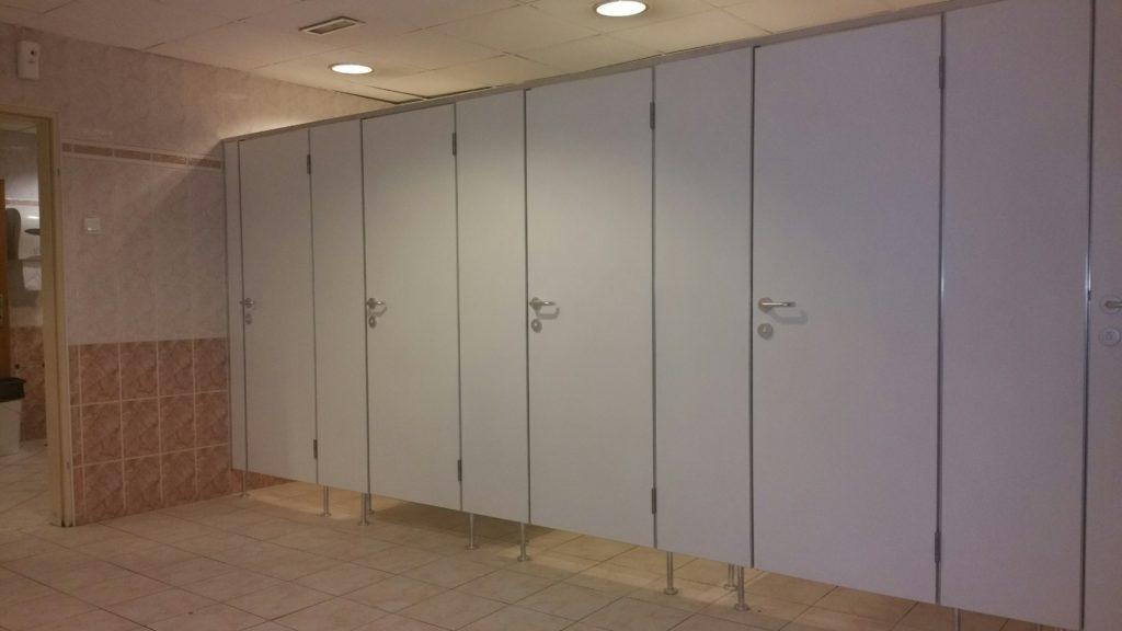 WC válaszfal, szaniter válaszfal, kabinrendszer